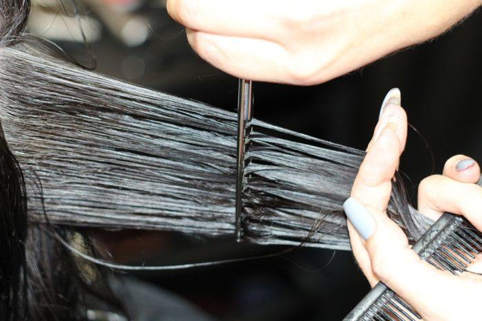 Jak prawidłowo używać środków do stylizacji włosów