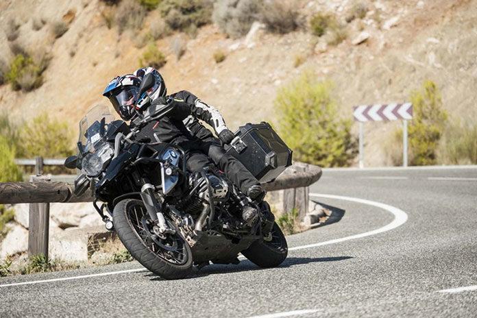 Kurtki motocyklowe skórzane czy tekstylne