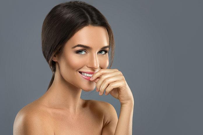 Prosty makijaż krok po kroku dla początkujących – poznaj podstawy