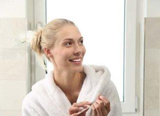 Peniuar czy szlafrok? Wybierz zmysłowe dodatki do kompletów bielizny