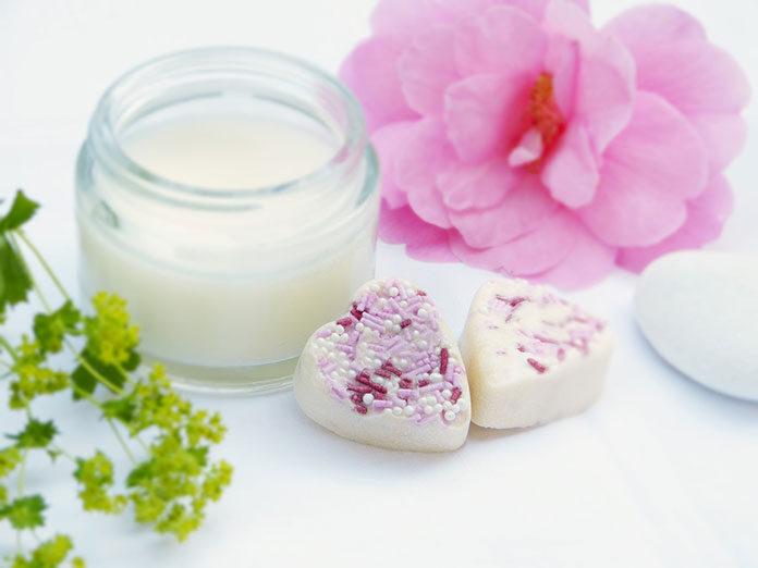 Masło shea – w jakim celu ten surowiec kosmetyczny wykorzystuje człowiek